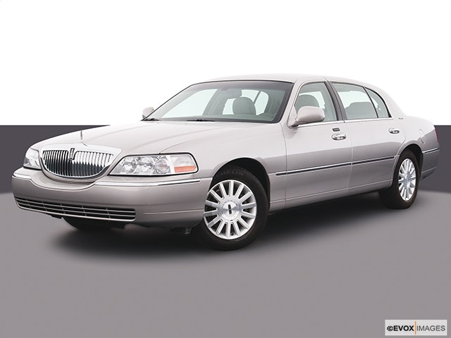 2005 Lincoln Town Car Review