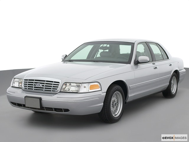 2002 Ford Crown Victoria Review